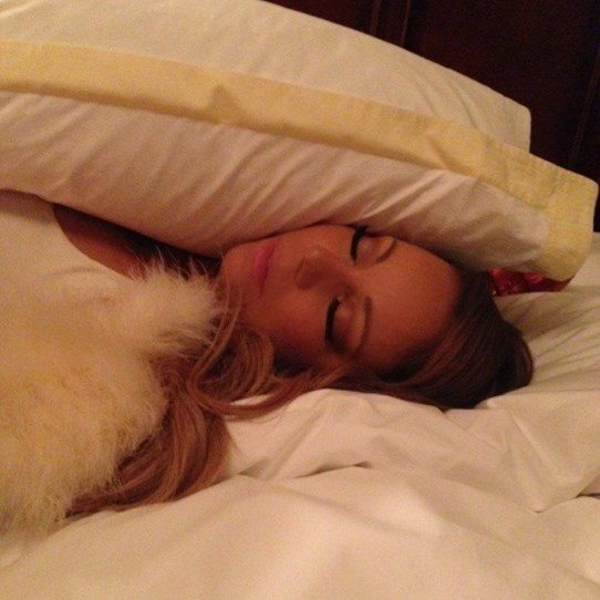 Mariah Carey shows off her curious pillow arrangement. They're supposed to go UNDER your head, love.