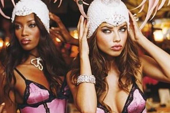 What's better than one supermodel in skimpy lingerie? Two supermodels in skimpy lingerie! We see you Naomi...