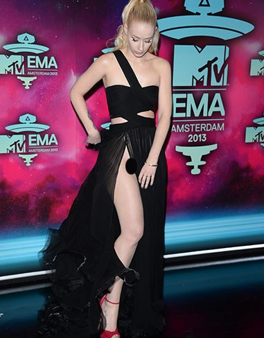 Hot ass,Iggy Azalea flashed more than she bargained for on the MTV Eurpoean Music Awards red carpet in Amsterdam last November. Ladies, beware of the split dress!