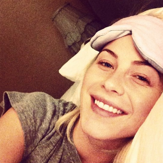 "Julianne Hough nails the ""look how pretty I look without makeup"" selfie. (THOSE TEETH!) You can try and get yours as sparkly with this pearly white advice."