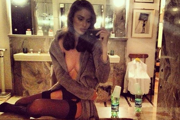 Reowww Nicole Trunfio! The super model is all-too-happy to flash her flesh in a hotel in Milan.
