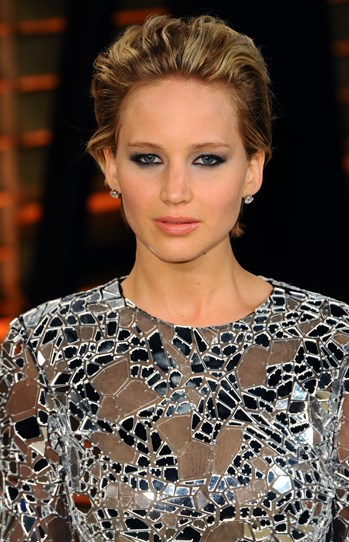 More is more when it comes from taking a look from day to night, which is exactly what J-Law did for the Academy Awards Vanity Fair bash. She added a heavier lip, a smoky eye, more defined brows and more product to her slicked back 'do without going OTT. Party perfection.